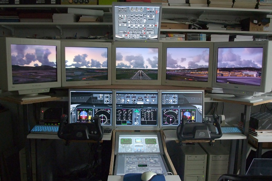 Software based Flight Simulator with 4 PC's and 10 monitors